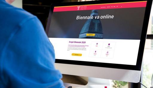 Schermo di un pc sul sito della Biennale