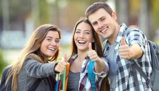 studenti e studentesse sorridenti