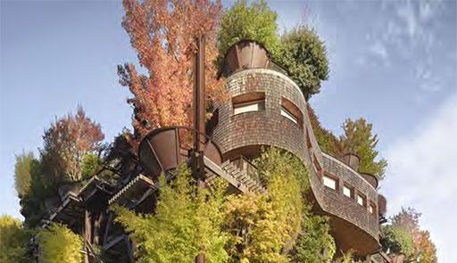 edificio con numerose piante e alberi