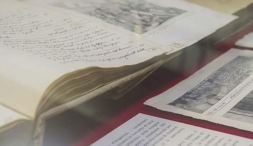Teca con manoscritti dell'Archivio Storico dell'Ateneo