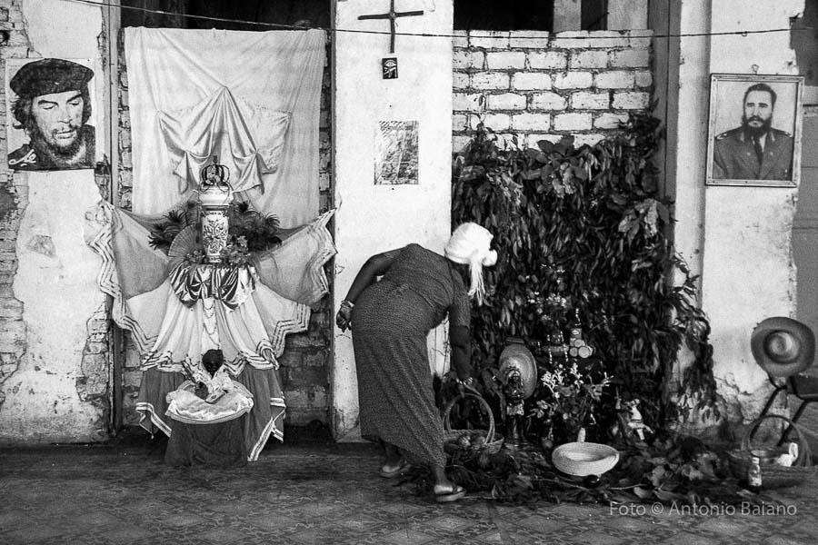 Cuba - Santiago de Cuba, un altare di Santeria