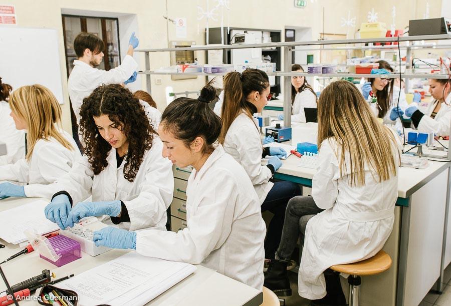 Un Laboratorio del Dipartimento di Scienze della Vita e Biologia dei Sistemi