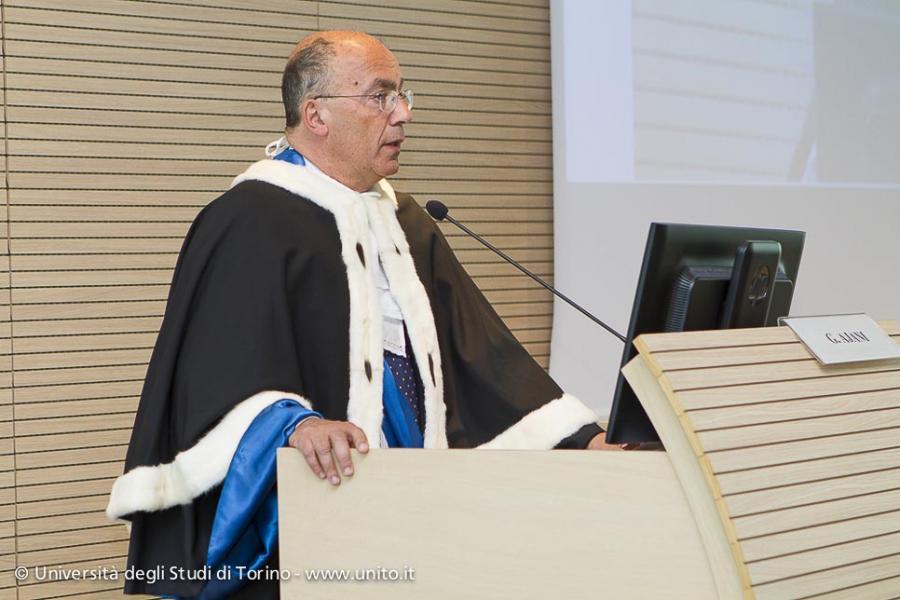 Premiazione dei Migliori laureati a.a. 2011-2012: il Rettore Gianmaria Ajani