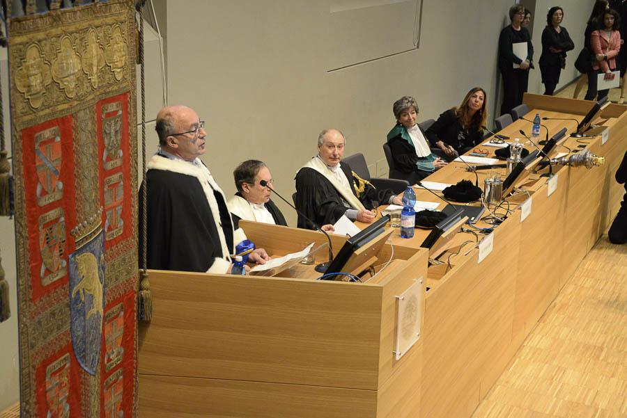 Intervento del Rettore Ajani durante la cerimonia in Aula Magna