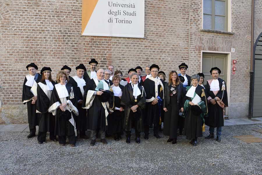 Foto di gruppo (presenti Ugo Nespolo, la Direttrice Generale Loredana Segreto e i docenti)