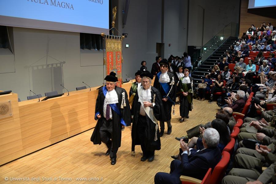 Inizio cerimonia: entrata dei docenti