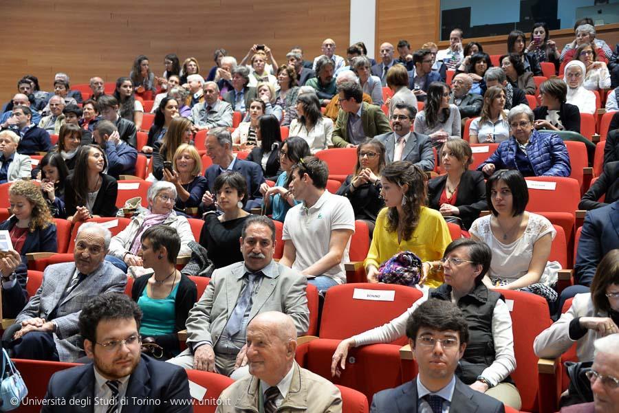 Pubblico che assiste alla cerimonia