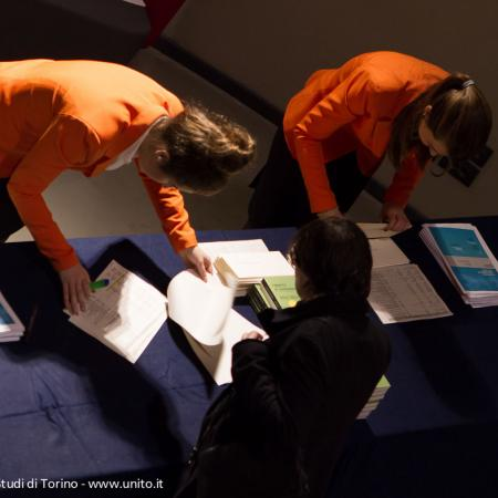 Registrazione dei partecipanti alla cerimonia di inaugurazione dell'anno accademico 2014-2015