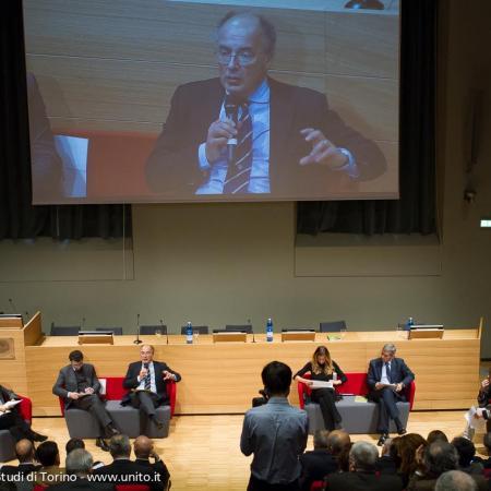Pubblico in sala segue l'intervento del Rettore Ajani durante il seminario sulla Semplificazione