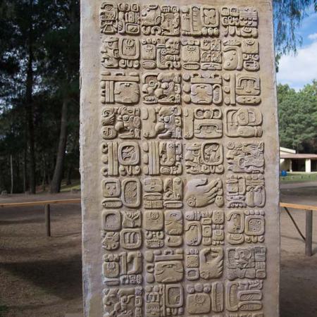 Guatemala - Iximche, Parco archeologico: stele Maya