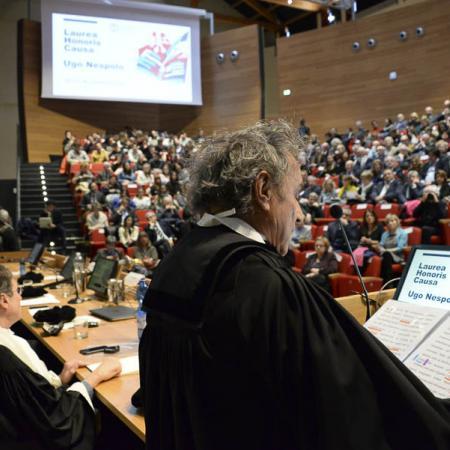 Intervento di Ugo Nespolo durante la cerimonia in Aula Magna