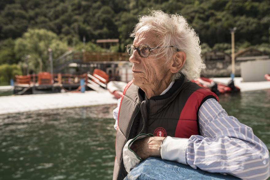 2016, Lake Iseo, Italy, Christo working at The Floating Piers, Lake Iseo, Italy, 2014-16 Photo: Wolfgang Volz