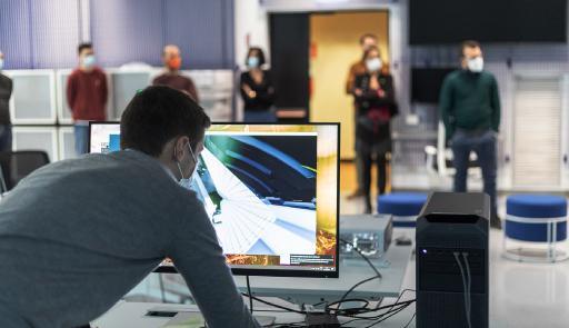 Esercitazione di un gruppo di lavoro al computer