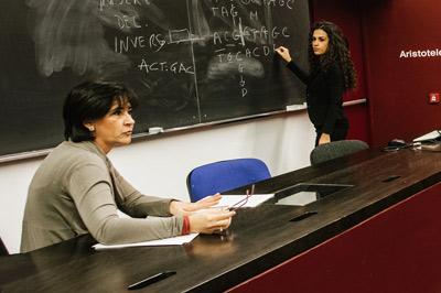 Docente in aula lezione