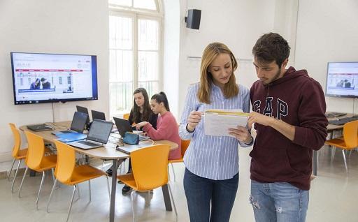 studenti presso l'aula informatica - Collegno