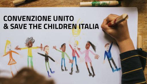 mano di un bambino che disegna e frase: firma della convenzione unito e Save The Children-Italia