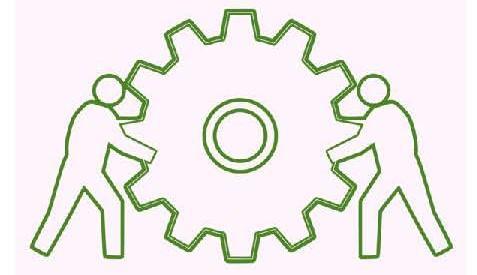 Due figure umane fanno girare la ruote di un ingranaggio