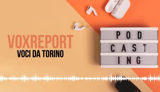 Cuffiette bluetooth e microfono su sfondo con testo 'Cor report: voci da Torino'