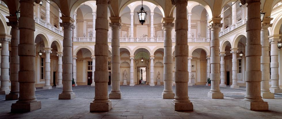 Veduta del loggiato del Palazzo del Rettorato