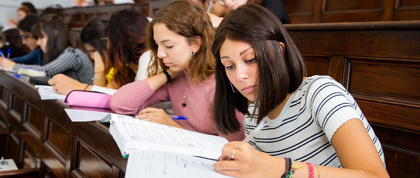 Studentessa a lezione