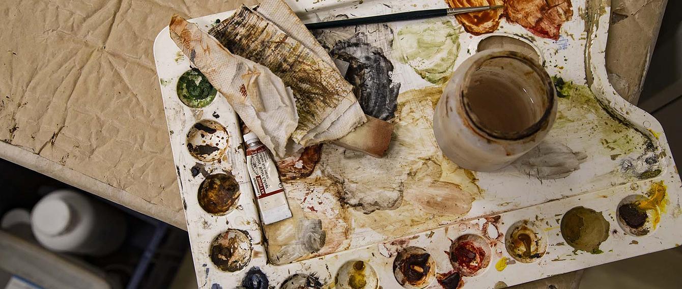 Tavolozza di colori usata per il restauro di un quadro
