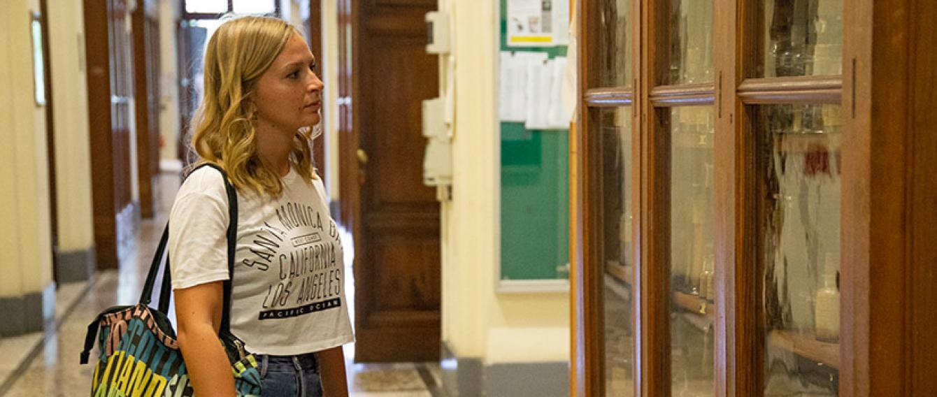 Studentessa in visita all'Orto Botanico
